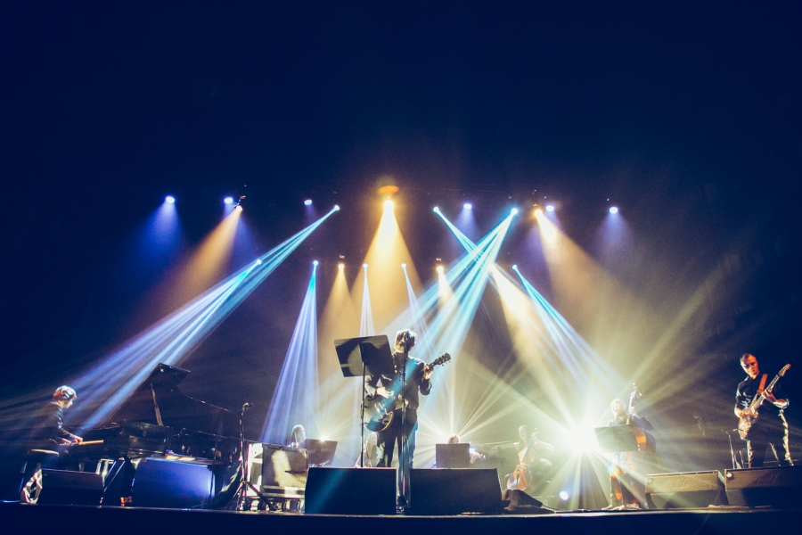 Un momento de la actuación de Los Planetas en Bilbao.