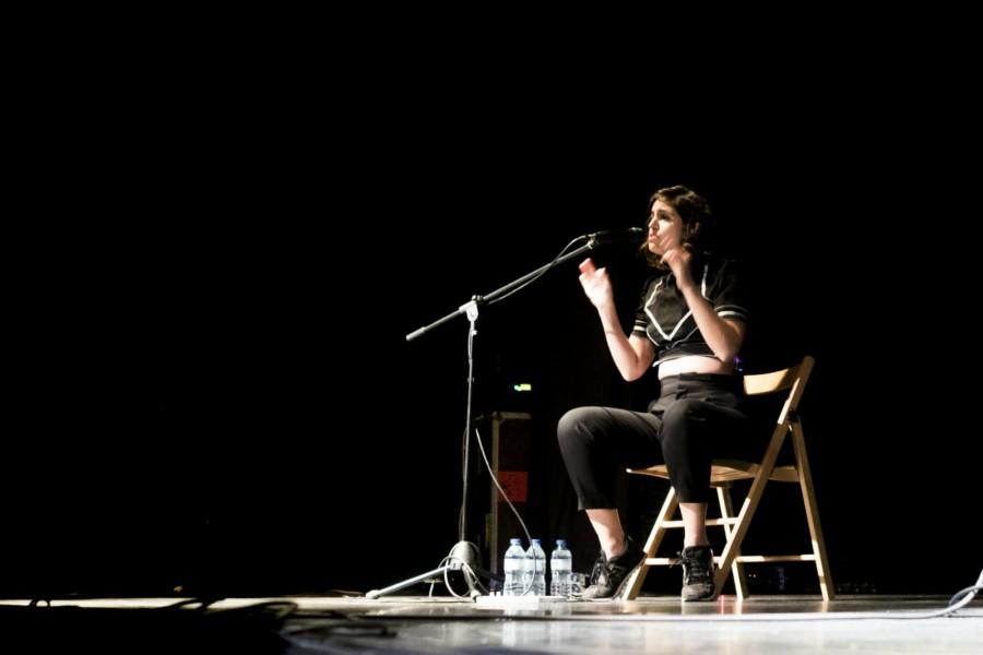 Maria Arnal, en un momento del concierto. / A. FERNÁNDEZ